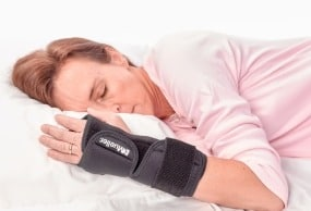 Mueller Night Support Wrist Brace for Carpal Tunnel